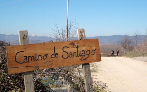 Offer Vandreferiepaegenhand Caminoen PilgrimsvandringfraSaintJeanPieddePorttilPamplona.